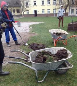 2013-11-27 Rūdninkų skvere žemės kasimo darbai