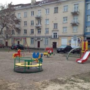 Vokiečių g. nauja vaikų žaidimo aikštelė ir laukotreniruokliai