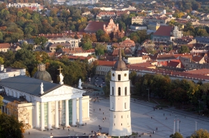 Vilnius ið oro baliono.Vilniaus senamiestis.Arkikatedra,jos aikðtë